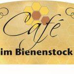 Das Café lädt seine Gäste in gemütlicher Atmosphäre zum entspannen und genießen ein.